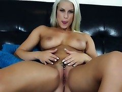 Blanche Bradburry spends time dildoing her thicket for cam