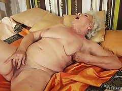 Granny give extremely soft pussy named Norma rubs well-found give a new plaything involving the afternoon