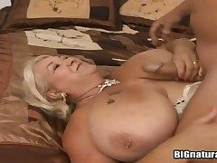 Well-heeled milf Linda sucks will not hear of fuckers gumshoe coupled with gets